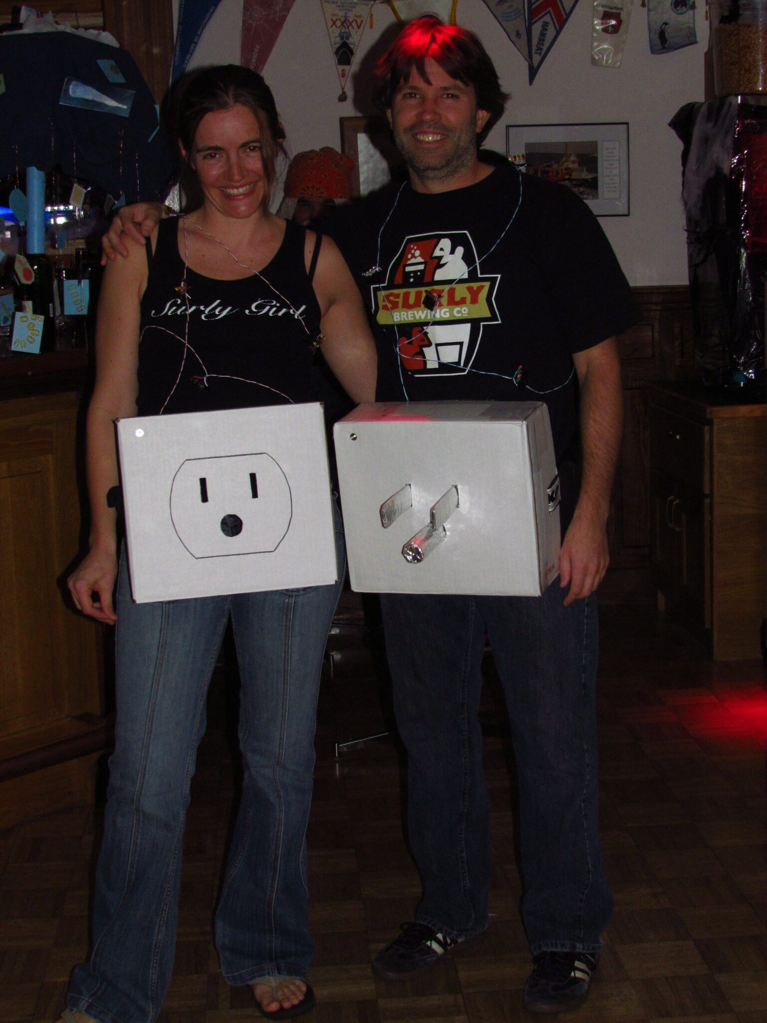 32 diy ideas for couples halloween costumes diy electric plug halloween couples costume solutioingenieria Images