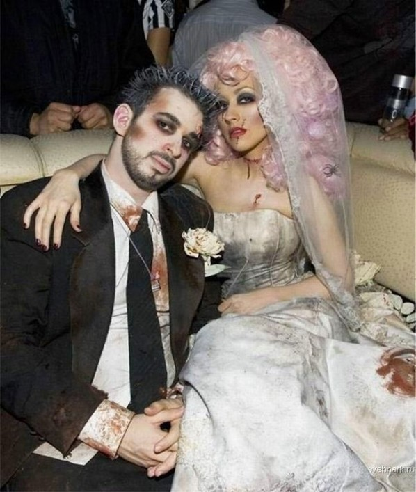 32 diy ideas for couples halloween costumes bride and groom zombie costume idea for couples solutioingenieria Image collections