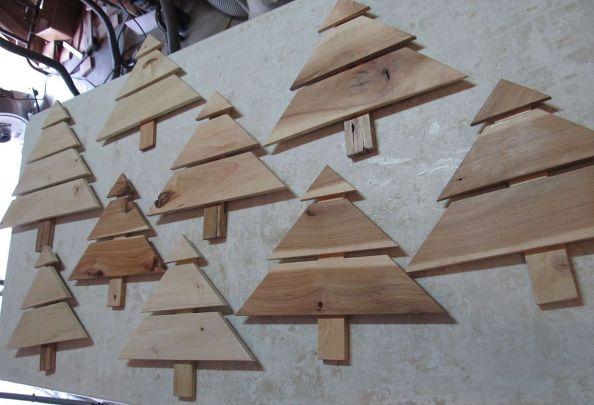 Christmas tree art craft from ht pallets ready for designs christmas decorations crafts pallet - Diy projects with wooden palletsideas easy to carry out ...