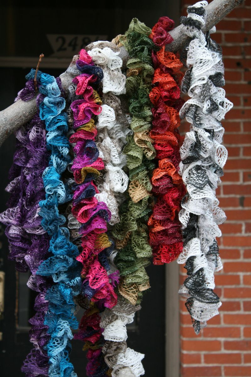 Sashay Ruffle Scarf Knit Pattern : 42 Fun and Cozy DIY Scarves Crafts to Make
