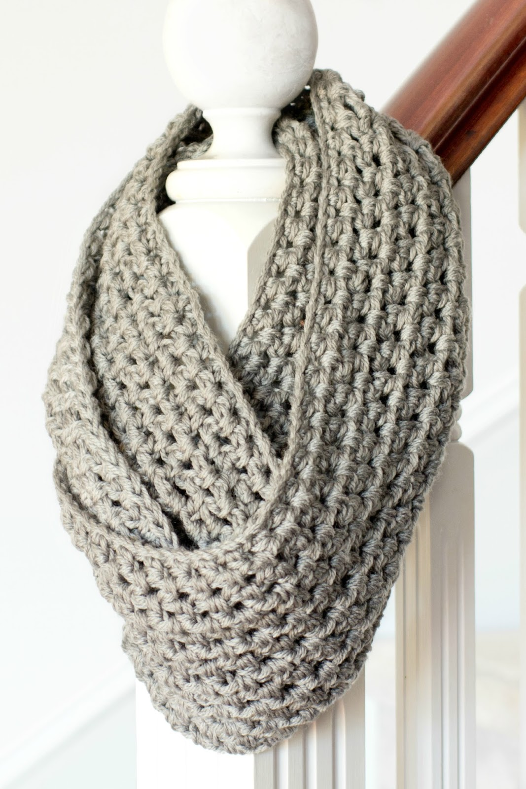 Quick Knit Infinity Scarf Pattern : 42 Fun and Cozy DIY Scarves Crafts to Make