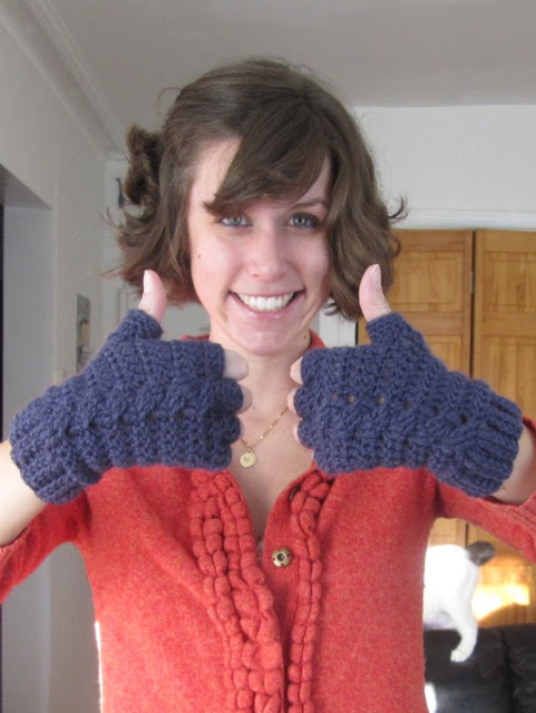 thumbs-up-crochet-pattern-glove