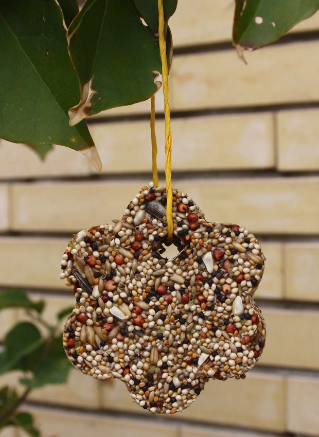 How To Make 40 Terrific Homemade Birdfeeders