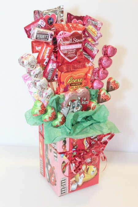 35 sweet candy centerpiece ideas for parties for Valentine candy crafts ideas
