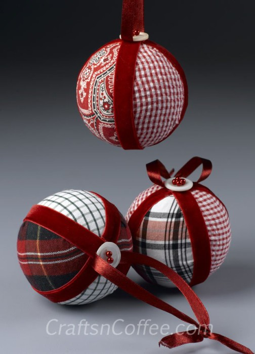 40 diy homemade christmas ornaments to decorate the tree diy fabric ornaments from an old shirt solutioingenieria Images