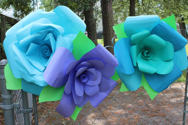 51 diy paper flower tutorials how to make paper flowers - Decorar un jardin con poco dinero ...