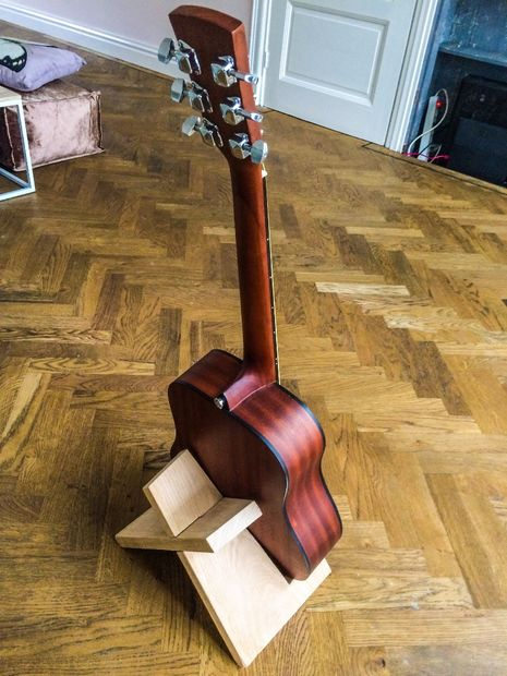 Simple Elegant Guitar Stand Bigdiyideas Com