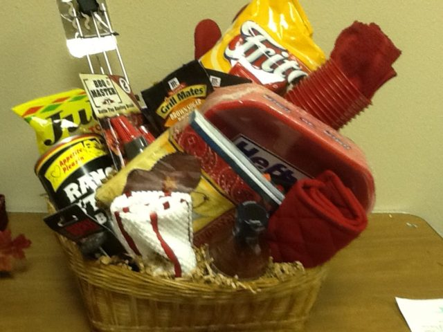 32 homemade gift basket ideas for men bbq big gift basket negle Choice Image