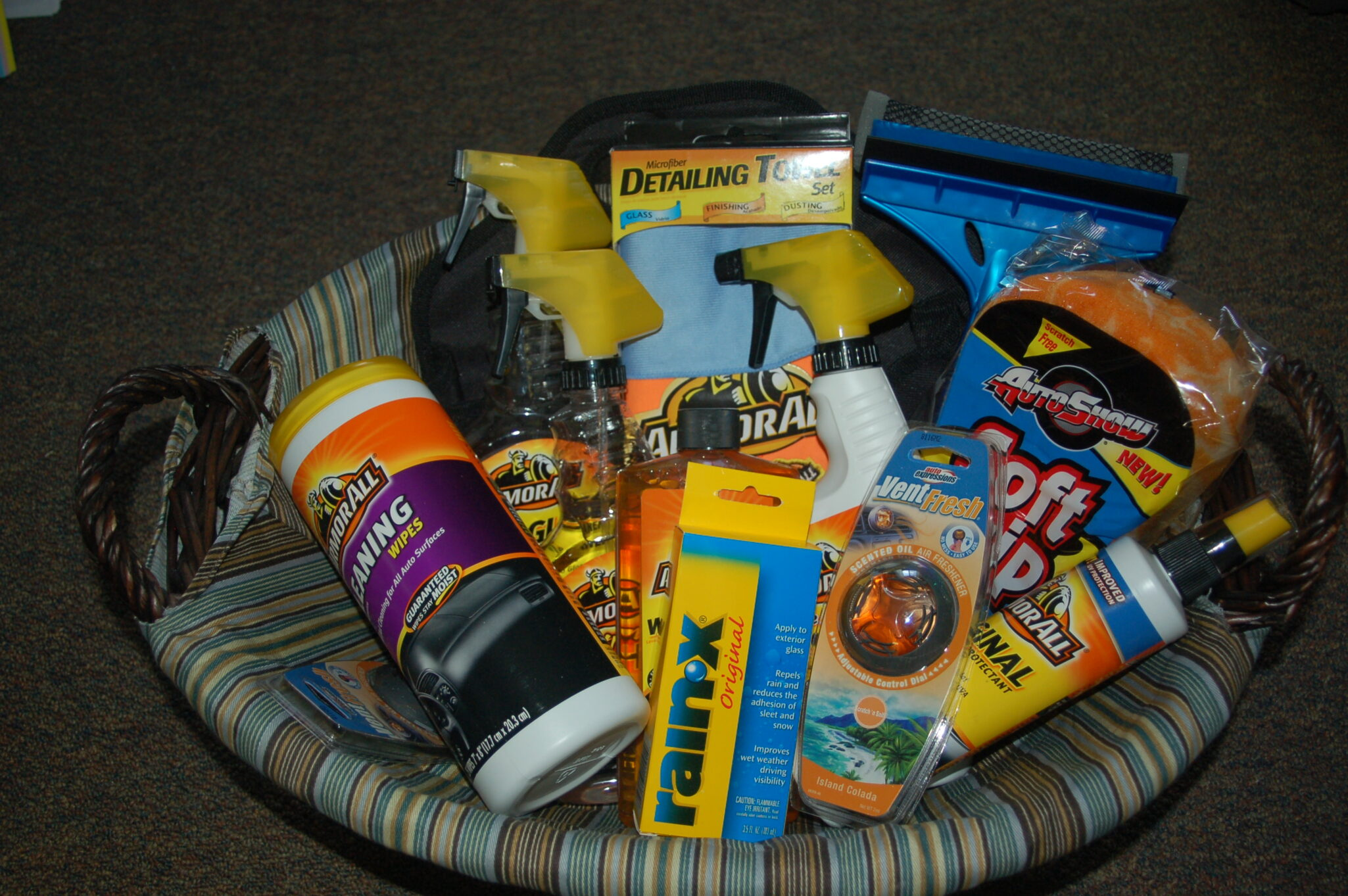 Picnic Basket Relay : Car care gift basket bigdiyideas
