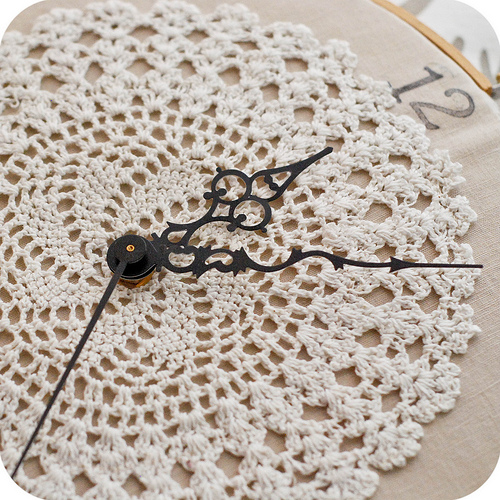 embroidery-hoop-clock-tutorial