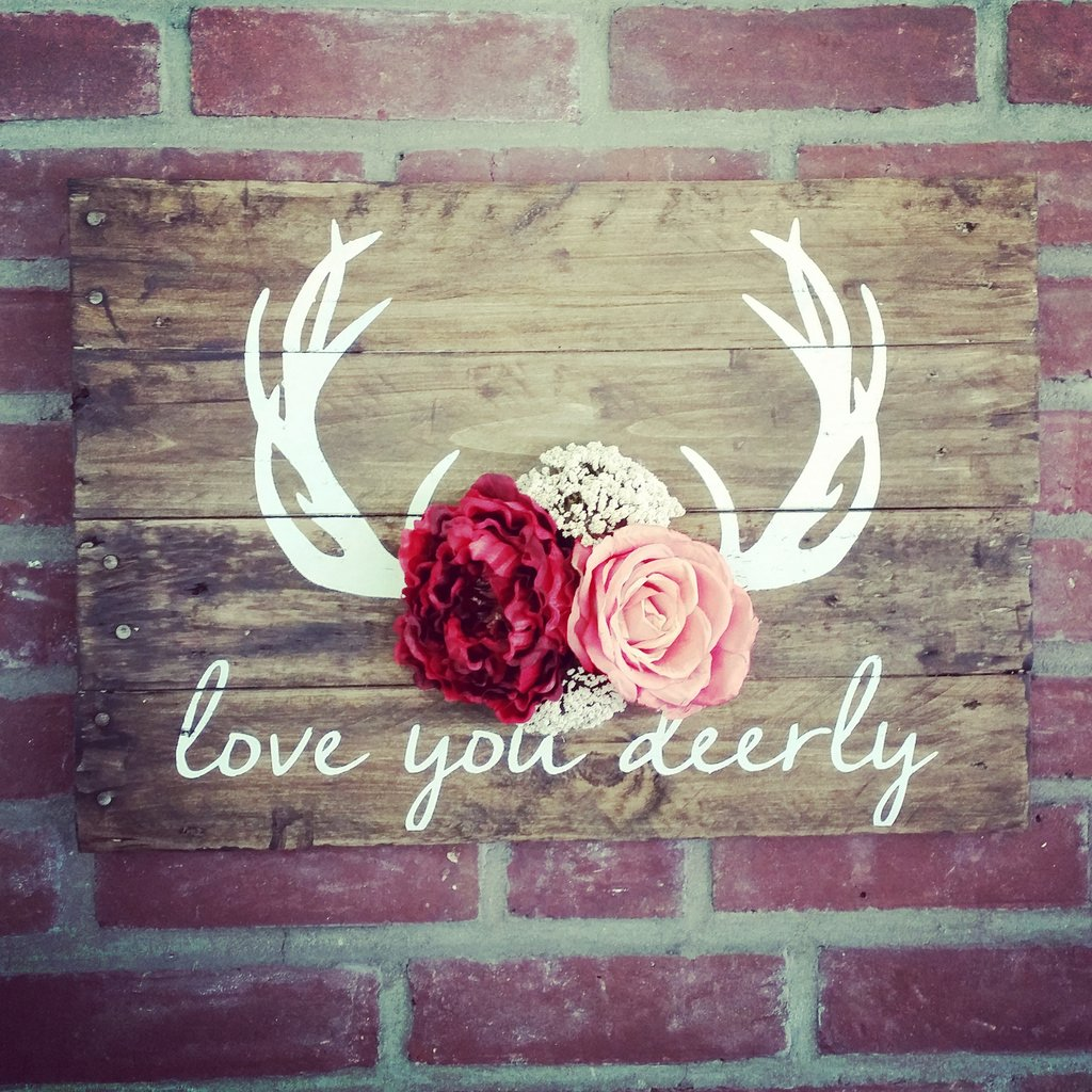 Love You Deerly Sign With Flowers
