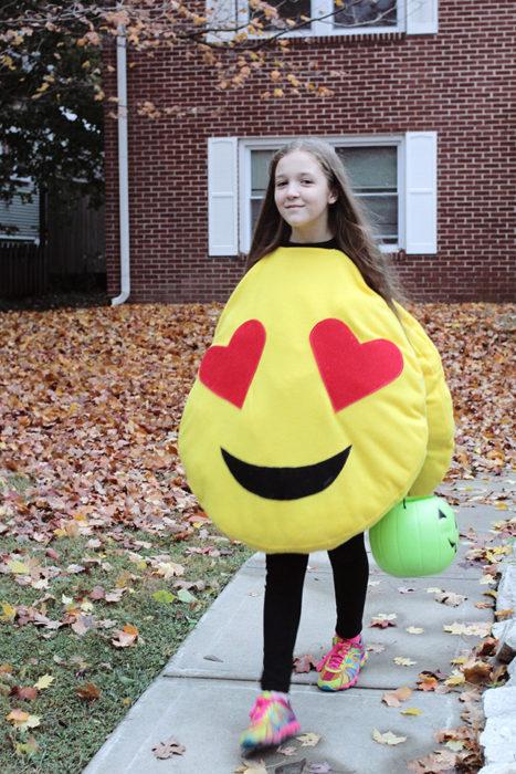 DIY Halloween Smiling Emoji